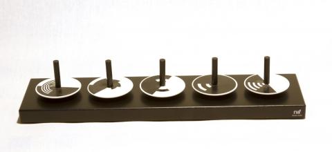 N104 - Naef Op-Tric, Set mit 5 Kreisel