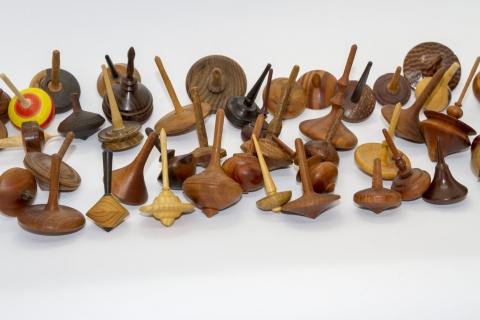 KS279 - kleine Holzkreisel aus einer Kreiselsammlung