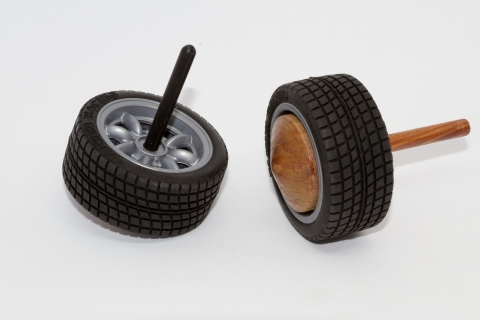 KV133 - Car tyre spinning top