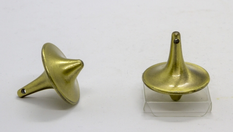 CS126_1 - Metal spinning top in Chinese form brass