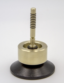 B854 - Long run pull-off spinning top